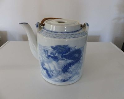"""Like New solid teapot 6.5 inches high 5"""" diameter"""