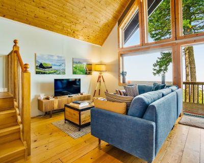 Waterfront, dog-friendly cabin w/ a full kitchen & views - Olga