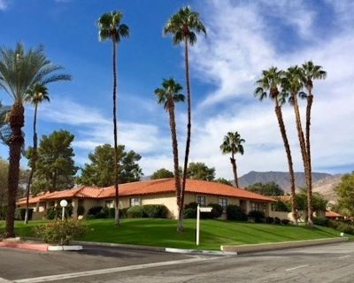 Palm Desert! Private in-ground spa, single level tennis town home. New listing - Palm Desert