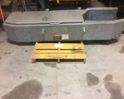 Metal truck front bumper with hydraulic winch