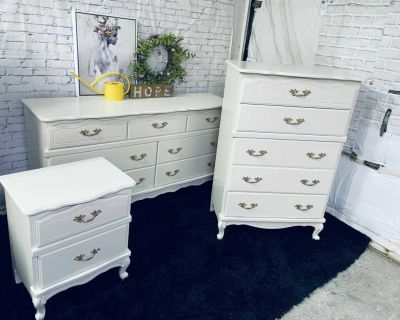 FRENCH PROVINCIAL Bedroom SET- 3 pieces-refinished in cream/gold-420$ Laval chomedey