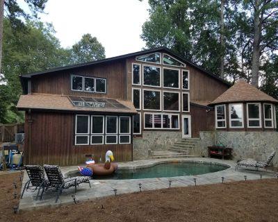 Habersham Manor: 6 Bedroom House w/Pool - Buckhead - Tuxedo Park