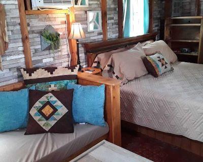 Zannabella B&B-Glamping- Cedar Grove Cabin - Ingram, TX breakfast included - Kerrville