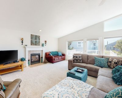 Two-Story Dog-Friendly Home w/Deck, Gas Fireplace, Private Washer/Dryer, & Grill - Manhattan Beach