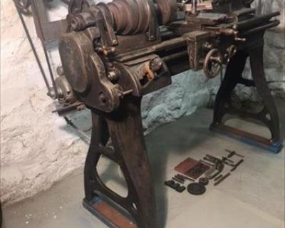 South Bend Metal Lathe with universal chuck with