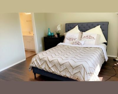 Room for rent in Moorpark Street, Sherman Oaks - Furnished room for rent with private bathroom