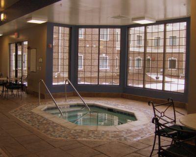 Free Breakfast Buffet! Indoor Pool, Hot Tub & Gym! - Novi