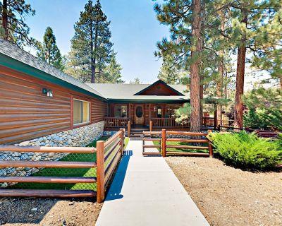 Striking Home w/ Huge Kitchen, Fireplaces, Hot Tub & Outdoor Fire Pit - Eagle Mountain Estates