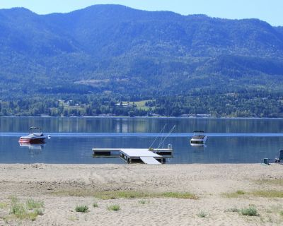 2 Bedroom Cabin with Beautiful Private Beach on the Sunny Shuswap - Scotch Creek