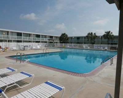 Bogue Shores 159: 1 BR, 1 BA Condominium in Atlantic Beach, Sleeps 4 - Atlantic Beach