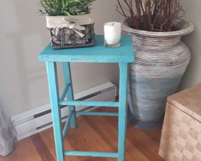 Accent peice/ plant stand/side table