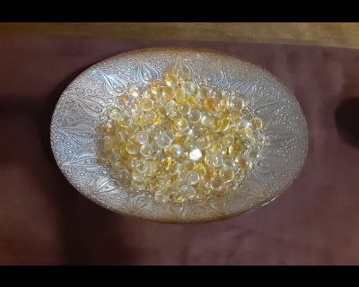 Super Beautiful gold bowl decorative candle can go in the middle !