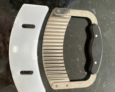 Pampered Chef Crinkle Cutter