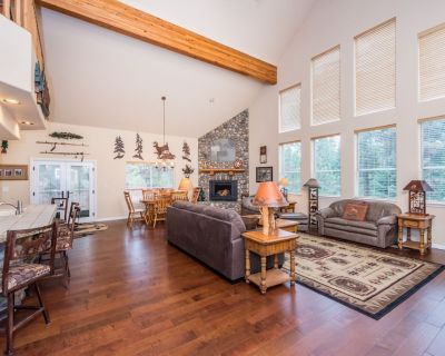 Dog-friendly home with free WiFi, gas fireplace, grill & game room - Shaver Lake