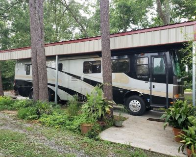 Secluded RV Bus on the Bayou Teche - Breaux Bridge