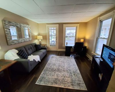 Charming 2 bed/1 bath unit, quiet neighborhood *Extended Stay* - West Carrollton