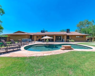 NEW LISTING! Luxury Home on Acre Lot with Private Pool & 6 Person Spa - Sundown Ranchos