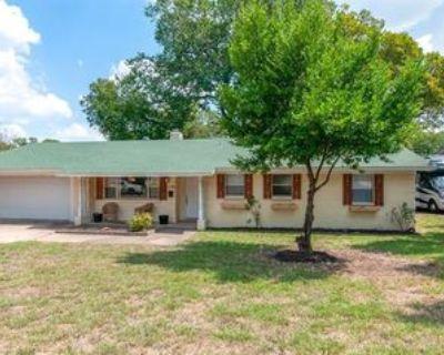 1140 Trailwood Dr, Hurst, TX 76053 3 Bedroom House