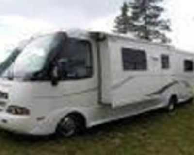 CHEVROLET 2012 R-VISION STRATUS, 28' WORKHORSE. CERTIFIED LIKE NEW, KITCHEN SLIDEOUT....