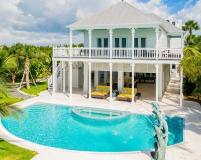 Luxurious Oceanfront Home w/ a Private Pool, High-Speed WiFi, & Private Beach - Sugarloaf Key
