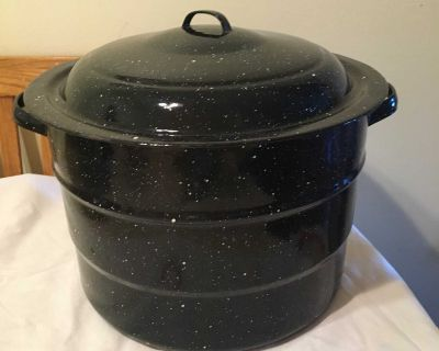 Large graniteware canner with rack