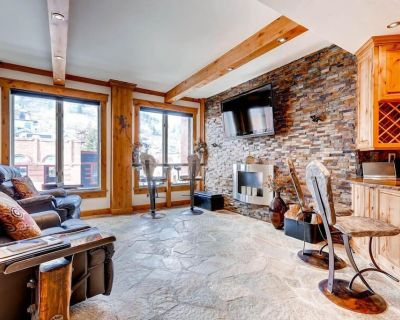 Amazing high end 1 bedroom condo in the heart of Main Street. Steps from dining, shopping and all Park City activities. Air conditioned. No vehicle necessary. - Downtown Park City