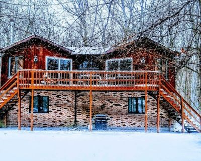 Pet Friendly Centrally Located Home in the heart of the Pocono Mountains - Albrightsville