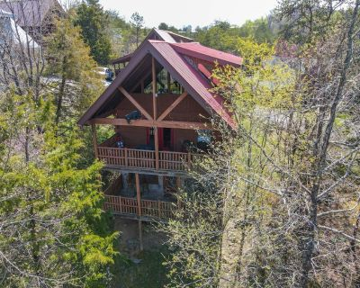 4 miles from Dollywood, 3-Stories, WiFi, Bar, Hot Tub! Month of May Rates - Pigeon Forge
