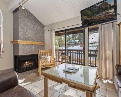 Drop Inn to Summit: At Snow Summit! Private Hot Tub! Slope View! 2 Stoves & Microwaves! - Big Bear Lake