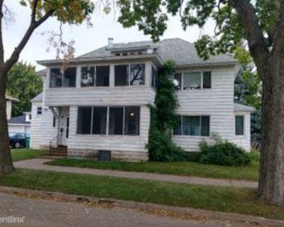 427 Grand St, Winona, MN 55987 3 Bedroom Apartment