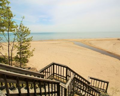 The Coach House - Nature at its best. Private Beach Access, Creek, Sleeps 4 - Sherkston