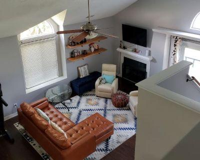 Private room with own bathroom - Virginia Beach , VA 23453
