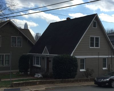 Walk To Uptown- Charming Renovated Cottage In Great Location With Skyline Views! - Biddleville