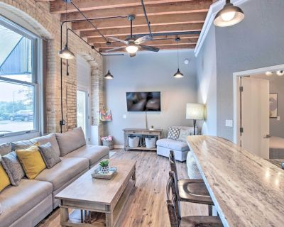 New! Modern Grand Haven Condo - Steps to Downtown! - Grand Haven
