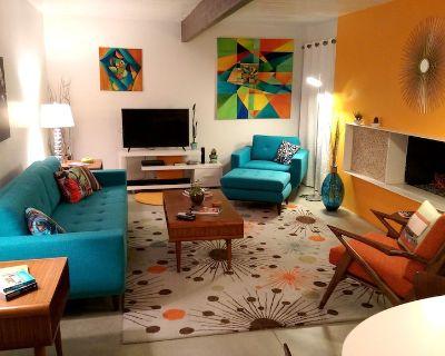 A Mid-Century Modern Alexander Home Oasis (Lively Music-Themed Decor). - Racquet Club Estates