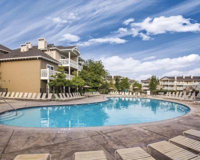 Windsor, CA: Sonoma 1 Bedroom Condo w/Fireplace, Resort Pool, Spa, WiFi & More! - Windsor