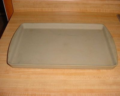 Pre-Owned Pampered Chef Family Heritage Large Stoneware Bar Pan, Lightly Seasoned. $15