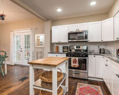 The Call to Post! - 3 bed / 1.5 bath - Walking distance to Churchill Downs - Wilder Park