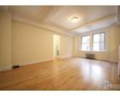 East 10th St & University Pl* Massive Sunny Renovated* King Size Bed* Modern