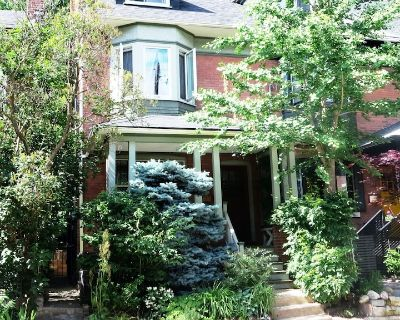 Artist's Quaint and Lovely Downtown Arts & Crafts Home in Heritage Cabbagetown - Cabbagetown