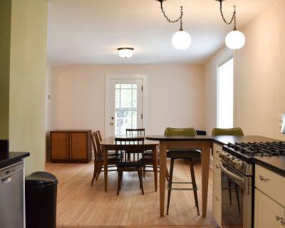 Riverwest Vintage Upper Apartment - Riverwest
