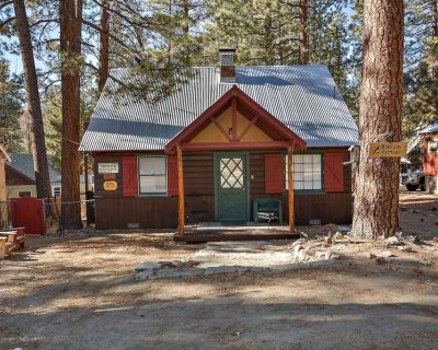 Blue Jay Cottage: Fawnskin! Separate Guest Quarters! Vintage Features! Cable TV! Fireplace! Laundry! - Fawnskin