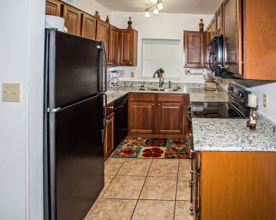 Riverside 2 BR, Winter $avings! King Beds, Downtown Pigeon Forge - Pigeon Forge