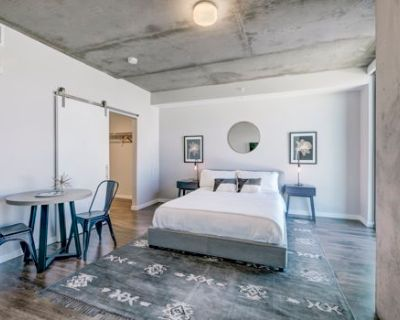 Business Suite in LoDo, Steps to Union Station
