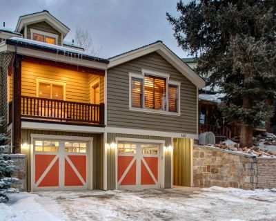 Luxurious Park City Home with Hot Tub, 3 Minute Walk to Slopes! Sleeps 8! - Downtown Park City