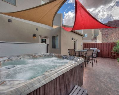 DW7 Spacious Cowboy-Themed Condo near Arches National Park With Hot Tub! - Moab South Valley