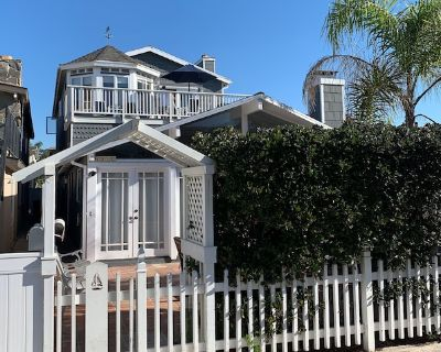 Relax Close to the Beach With Private Patio for Priceless Memory-making! - West Newport