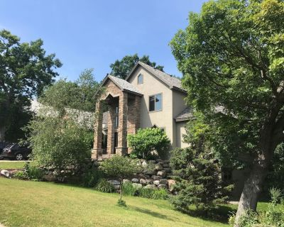 Comfortable Home with Sauna, Hot Tub, Pool Table, Bar, Outdoor Fire Pit! - Eden Prairie