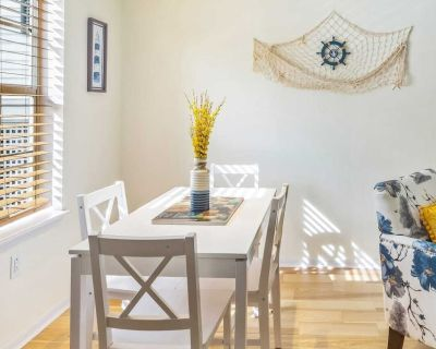 Castaway Cove // Coastal townhome with resort-style pool and kayak water access! - Key West