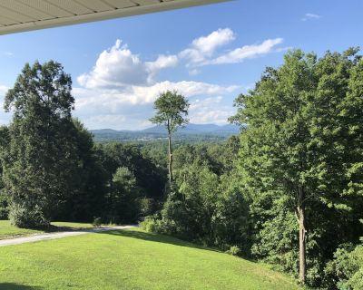 Hutch Mountain Villa - LARGE 5/4.5 Sleeps 16, Hot Tub, Pool Table, Mtn Views! - Fletcher